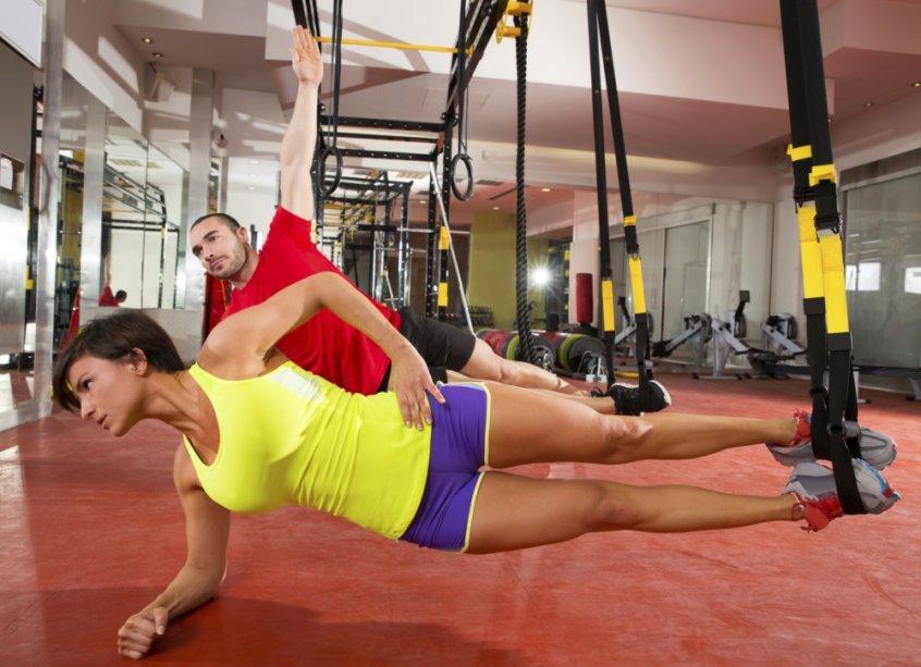 Mulher fazendo treinamento funcional
