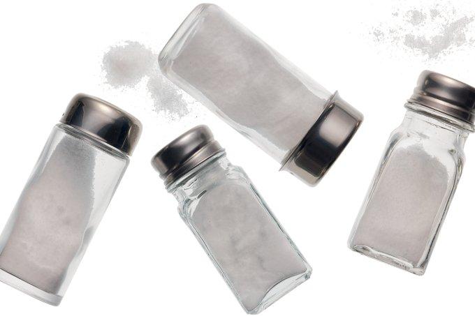 Maneirar no sal diminui idas ao banheiro na madrugada
