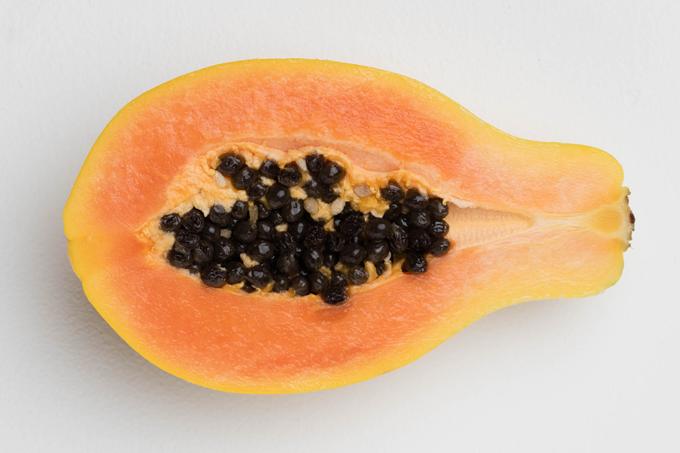 Comer sementes de mamão faz bem para a saúde