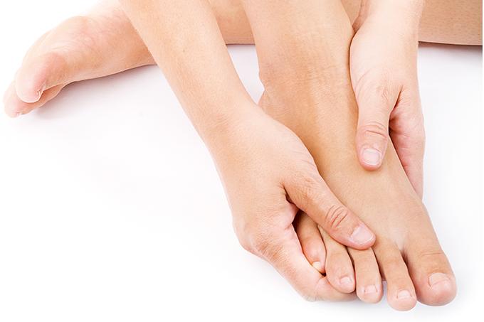 Automassagem nos pés: benefícios e como fazer