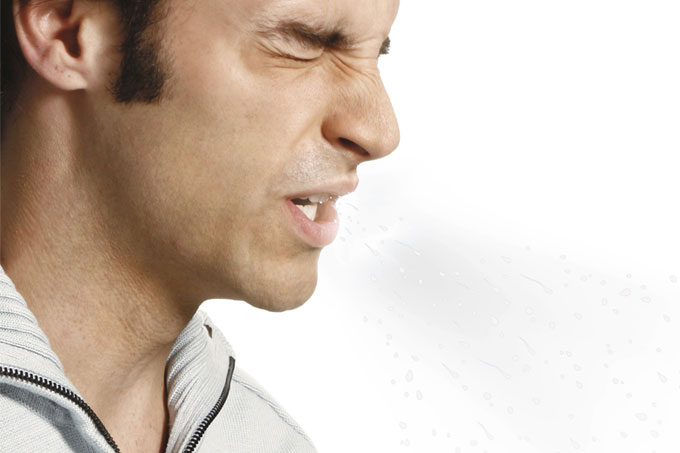 Segurar o espirro pode causar problemas graves?