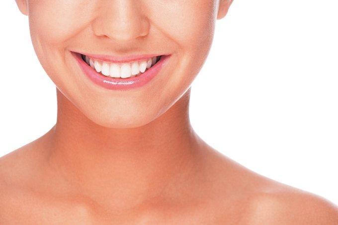 Como clarear os dentes com carvão ativo?