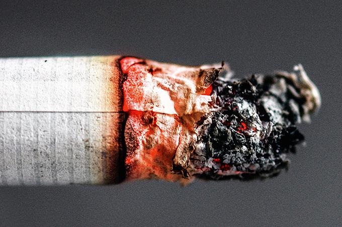 Cigarro faz mal para os olhos