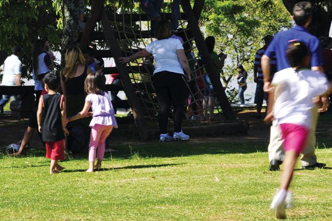 Os benefícios de brincar ao ar livre