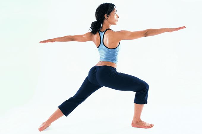 Certas poses de ioga devem ser adaptadas para portadores de osteoporose.