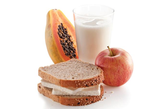 Priorize o café da manhã em vez de abusar no jantar