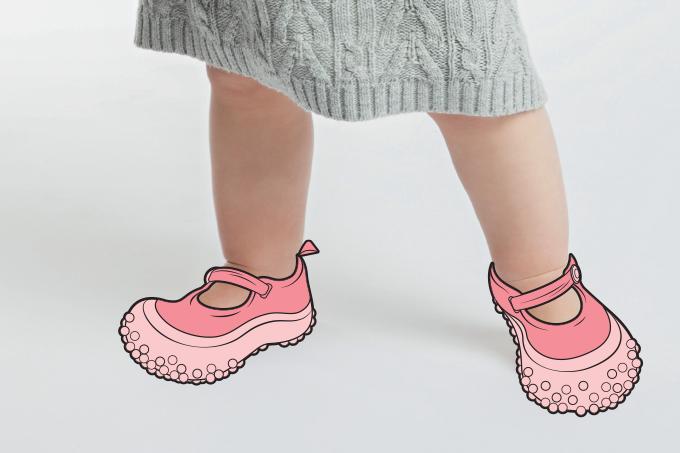 Sapatinho de bebê ajuda no desenvolvimento correto do pé