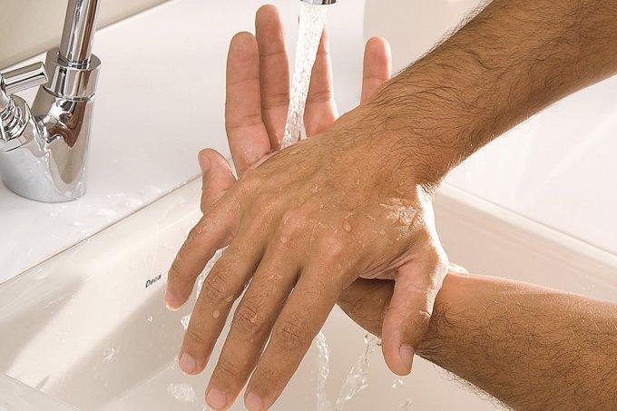 Lavar as mãos é uma das medidas mais eficazes contra o coronavírus