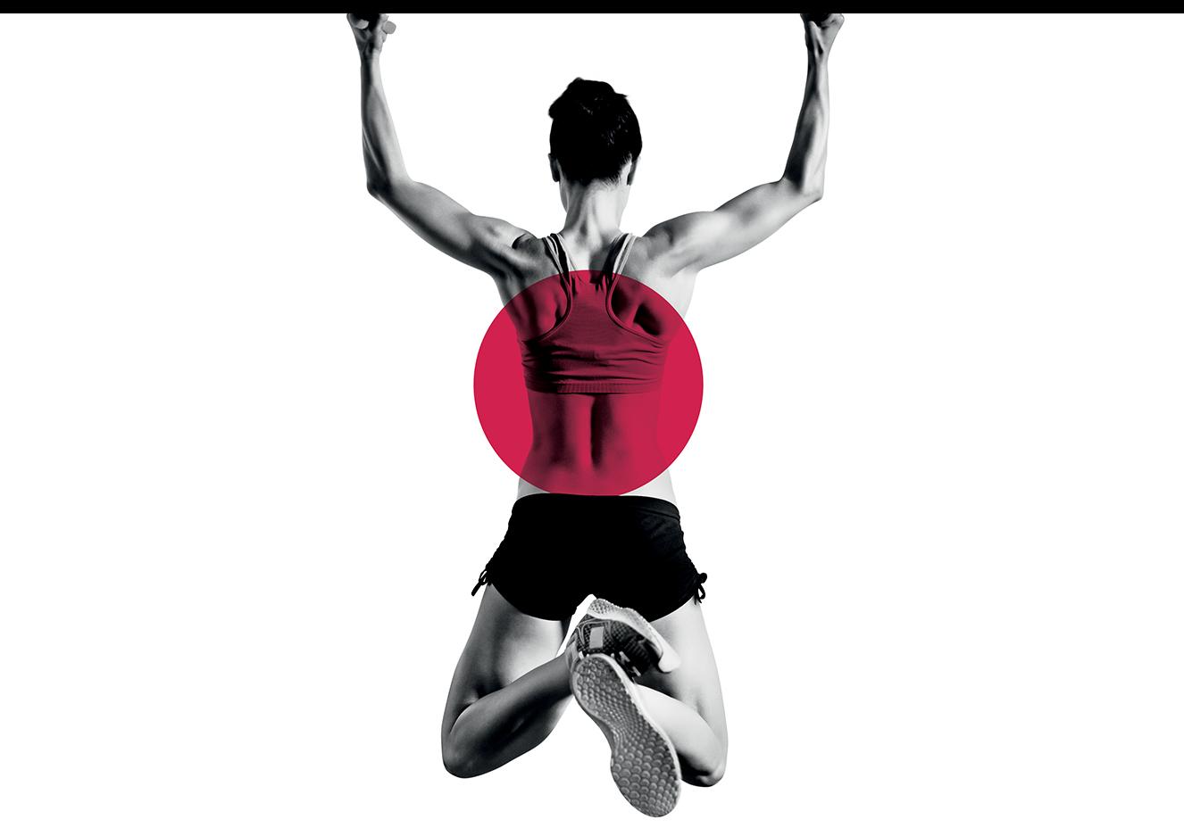 foto de mulher fazendo exercício em barra, com holofote vermelho na coluna