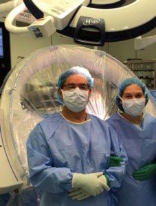 O casal de neurocirurgiões na sala de operações.